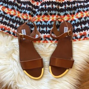 Steve Madden NEW Gold Tip Brown Leather Sandal's
